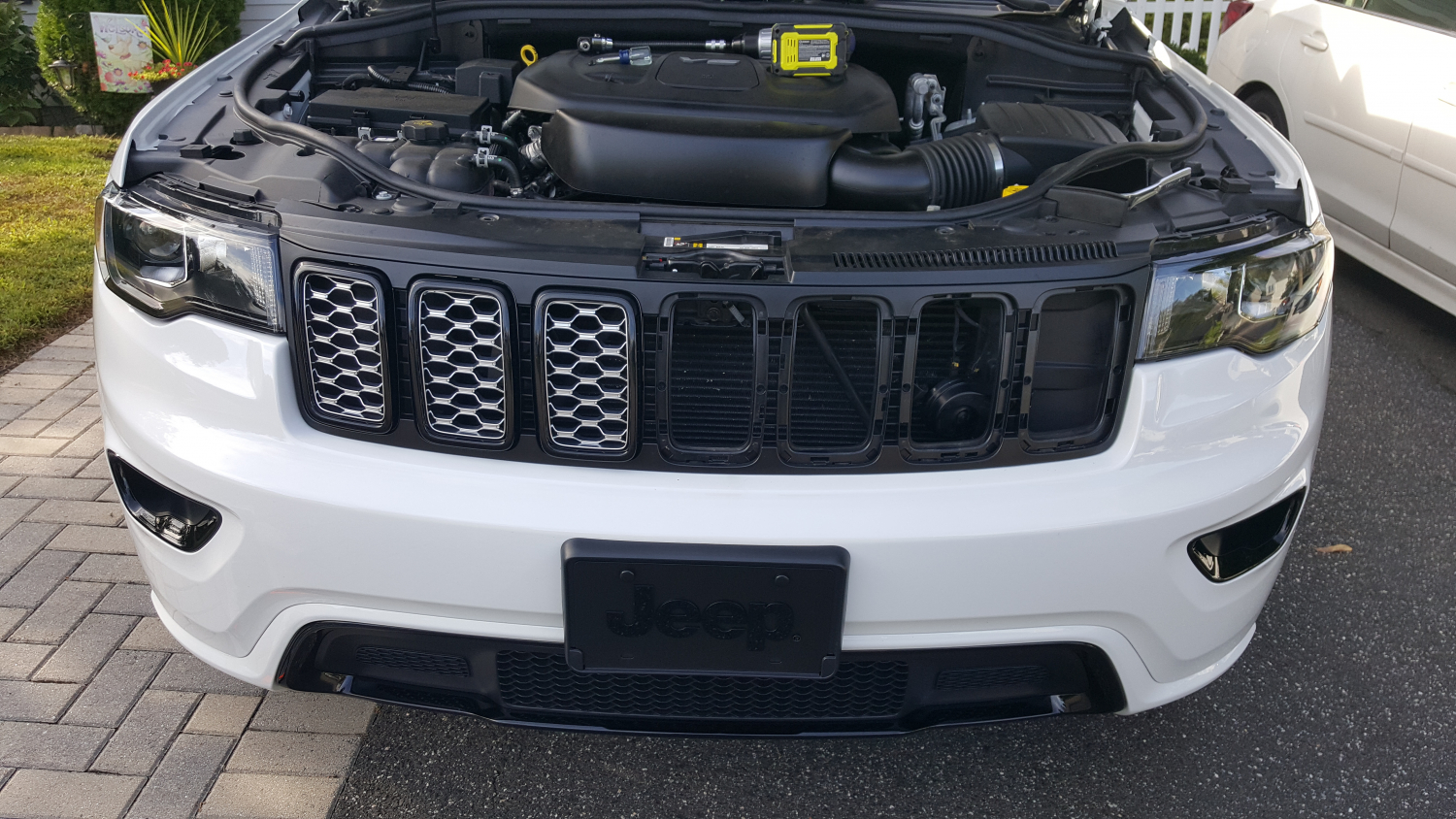Black Honeycomb Grill Inserts Grand Cherokee 2017 2018 68317863aa New Jeep That Looks Like Rober Some Tabs Will Break Off From The Rings But Dont Stress Because Have As Well