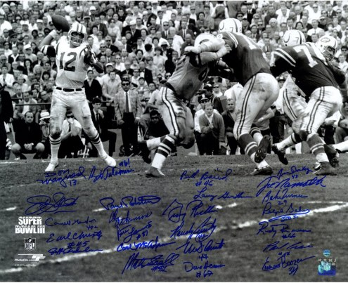 1969 New York Jets Team Signed Super Bowl III Joe Namath Throwing Motion B&W 16X20 Photo ( 24 Signature)