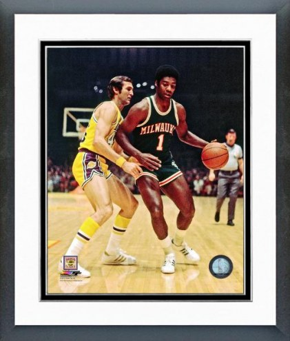 Milwaukee Bucks Oscar Robertson 1971 Action Framed Photo