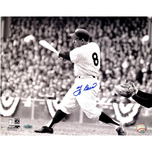 New York Yankees Yogi Berra Signed Swing 11 x 14 Horizontal Photo