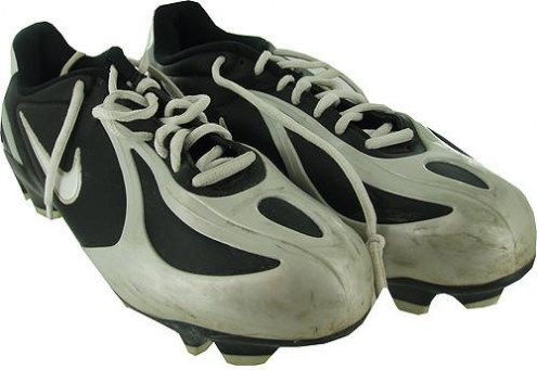 Syracuse 2007 Game Used Football Shoes #28 Size: 9